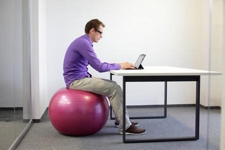 Сидячая работа провоцирует развитие заболевания