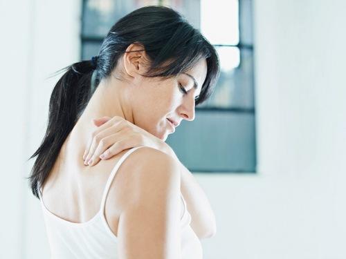 после сна болит спина в области лопаток и шеи