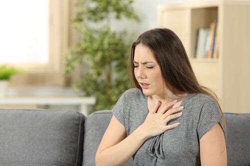 Бронхит причина болевого синдрома в середине спины