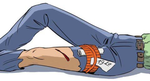 Чтобы остановить кровотечения выше места травмы накладывается жгут или его аналог из подручных средств.