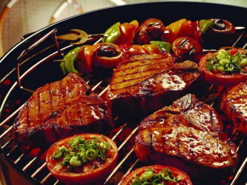 Диета 11 допускает употребление жирного мяса, обжаренного на растительном масле.
