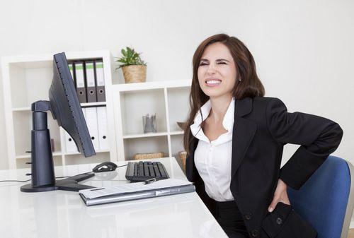 Сидячая поза - причина острой боли в пояснице