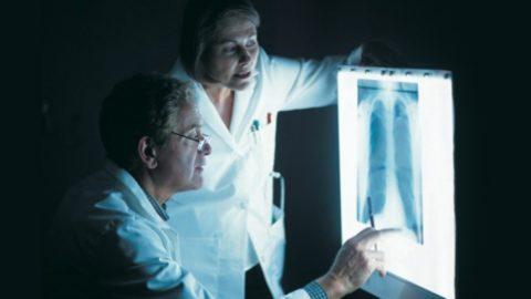 Для своевременного выявления заболевания нужно обратиться к терапевту или пульмонологу.
