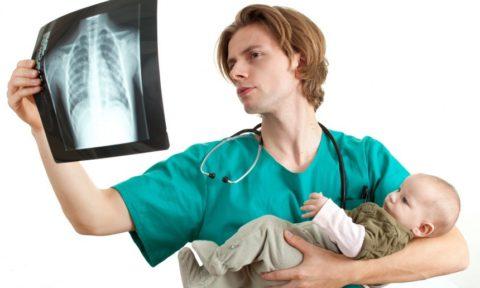 Для уточнения диагноза обязательно назначается рентгенография легких.