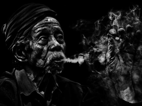 До преклонных лет доживают лишь курильщики, имеющие уникальные гены.