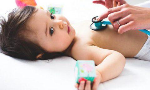 Если у малыша температура, проводить процедуру не следует.