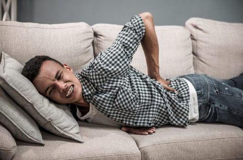 При боли в спине во время отдыха следует записаться к специалисту