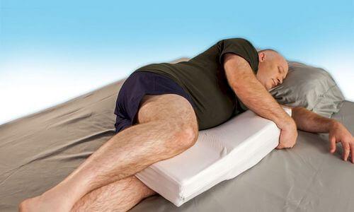 как правильно спать при болях в пояснице