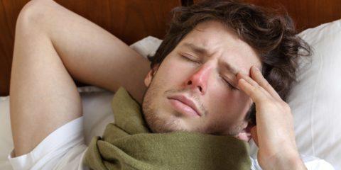Головная боль и общая слабость — одни из проявлений воспаления легких
