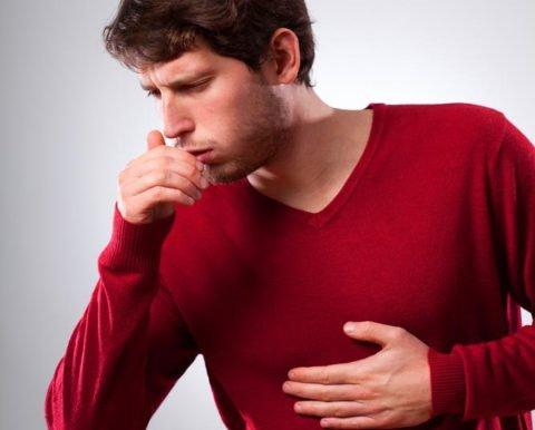 Характерны приступы сухого кашля.