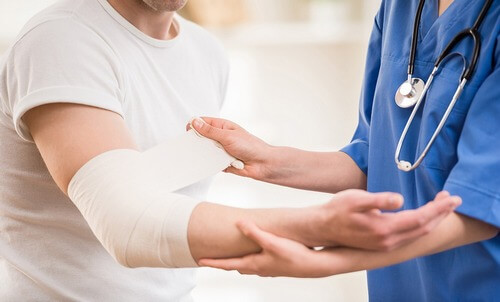 Травматолог при боли в спине