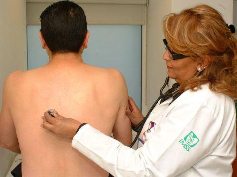 Как определить туберкулез легких — для этого врач проводит аускультацию