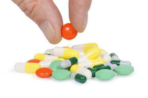 Какие медикаментозные средства создают основу в лечении пневмонии.