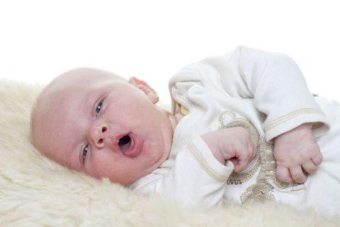Кашель при бронхите с бронхоспазмом у детей до года нарушает общее самочувствие и сон
