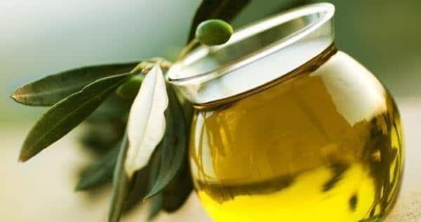 Масло из измельчённых лавровых листьев