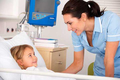 Лечение бронхита у детей младшей возрастной категории нередко проводится в условиях стационара.