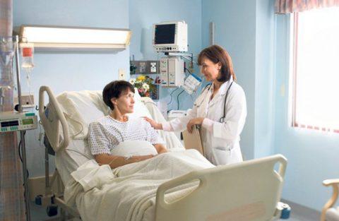 Лечение осложнений требует госпитализации пациента.