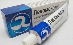 Левомиколь – хорошее противовоспалительное и ранозаживляющее средство, которое желательно иметь дома