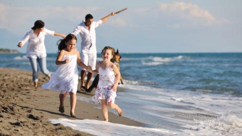 Лучше отдать предпочтение организованному семейному отдыху на море.