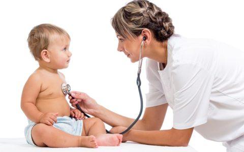 Малыш на осмотре у врача