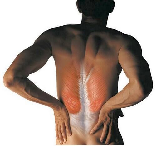 болит спина в области поясницы причины лечение