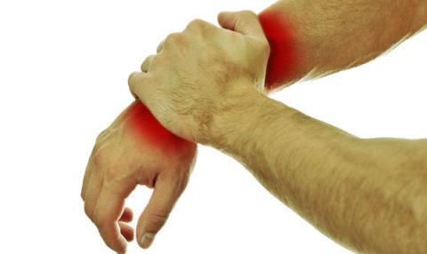 Неестественное положение верхней конечности при переломе костной ткани