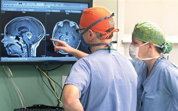 Хирург при боли в спине