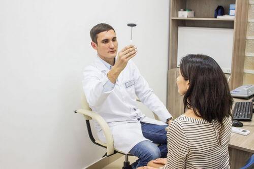 кто лечит спину какой врач невролог или невропатолог