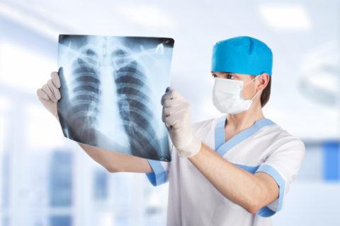 Обязательное внеочередное обследование проходят лица с подозрением на заболевание туберкулезом или диагнозом ВИЧ-инфекция, установленным впервые