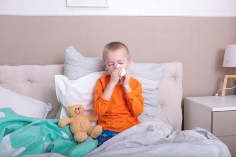 Один из возможных симптомов заболевания - насморк