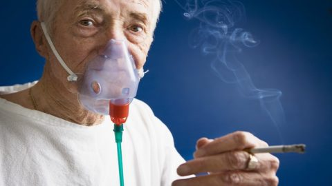 Одним из наиболее значимых моментов терапии - отказ от вредных привычек