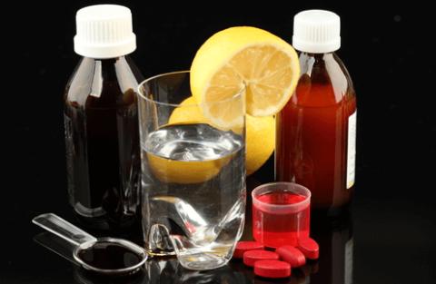 Основным лечением бронхита является прием лекарственных препаратов