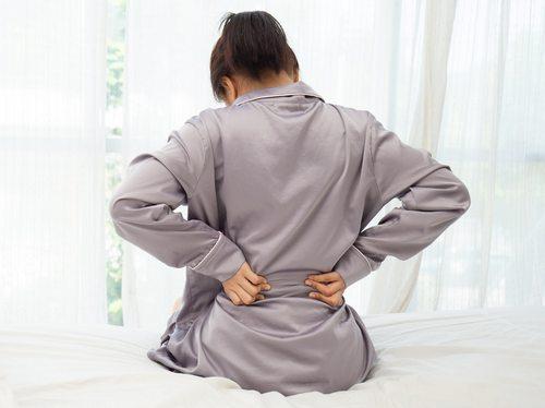 Когда надо обращаться к врачу при боли в пояснице