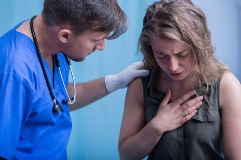 Острый бронхит можно выявить при осмотре пациента.
