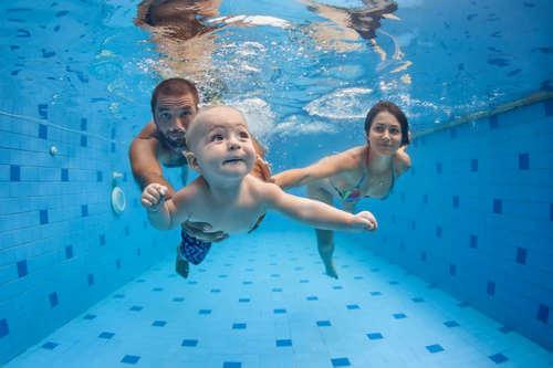 Занятия в бассейне предотвратят боль в спине
