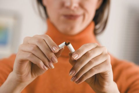 По статистике, большая часть пациентов с бронхитом – заядлые курильщики