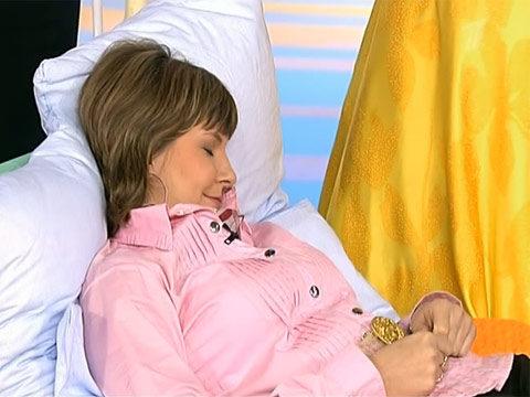 Полусидячее положение хорошо подойдет в качестве позы для сна.