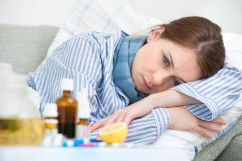 При бактериальных пневмониях отмечаются выраженные симптомы слабости и интоксикации