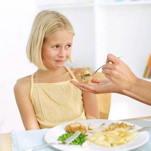 При бронхите ребенок нередко страдает полным или частичным отсутствием аппетита.
