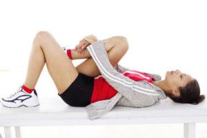 Симптомы при переломе шейки бедра: основные признаки травмы и ее осложнений