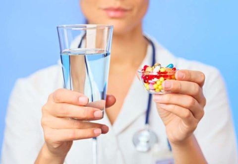 При травмах врач выписывает ряд лекарств и дает четкие рекомендации по их применению.
