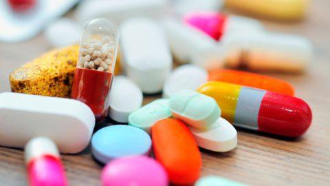 При туберкулезе проводиться медикаментозное лечение, хирургическое вмешательство проводиться редко.