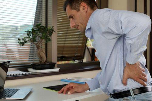 Когда надо идти к врач при боли в спине