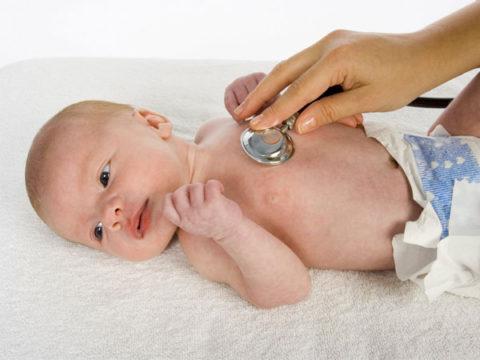 Причины развития пневмонии у новорожденных.