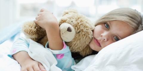 Признаки бронхита у детей схожи с проявлениями недуга у взрослых.