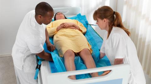 Регулярная смена положения для лежачих больных.