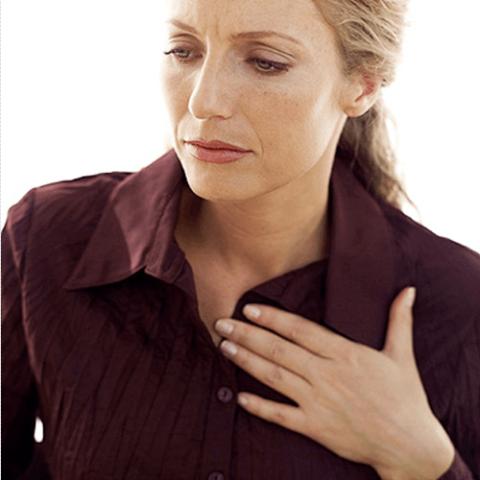 Резко возникшая боль в грудной клетке без причины – повод обратиться к врачу.