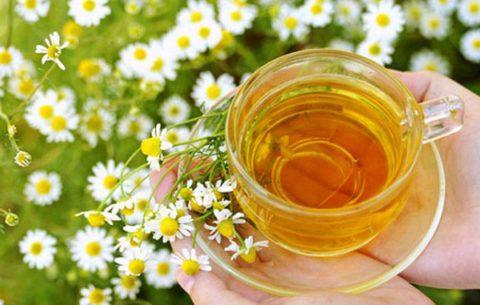 Ромашковый чай смягчит кашель и поможет снять воспаление.