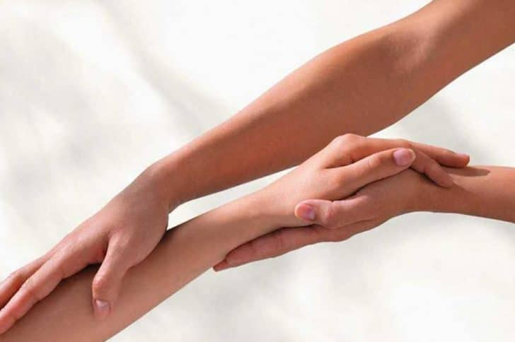 массаж против онемения рук