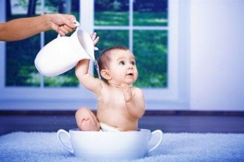 С самого детства нужно приучать ребенка к закаливанию